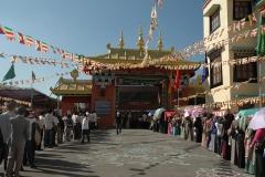 devotees-attending-HH-Teachings-at-Sera-Jey